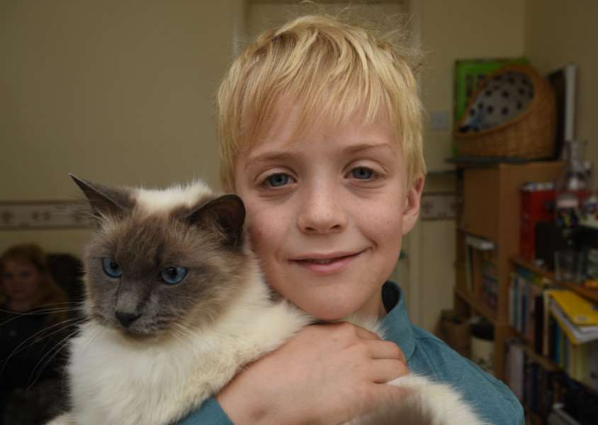 Emma Woollard-Grose with her cat Belle and her son Ethan Woollard with his cat Louis at their home in BourneEthan Woollard with cat Louis at home in Bourne EMN-150608-111647009