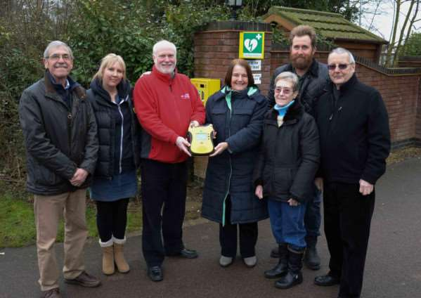 Presentation of a defibrillator at Ranksborough retirement park. Langham parish councillor Terry Manning, Karen Ball Fund trustee Juliet Burgess-Ray, national secretary for Community Heartbeat Martin Fagan, residents Valerie Banks and Helen Alexander, Tony White of Ranksborough Hall and Paul Mills of Rutland Lions. Photo: Alan Walters MSMP-10-02-15aw001 EMN-150203-112440001