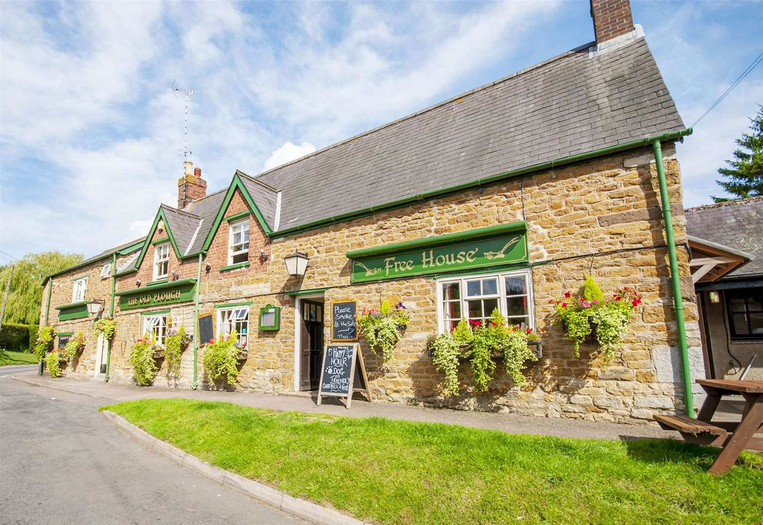 Rutland pub slashes extra £100,000 off sale price
