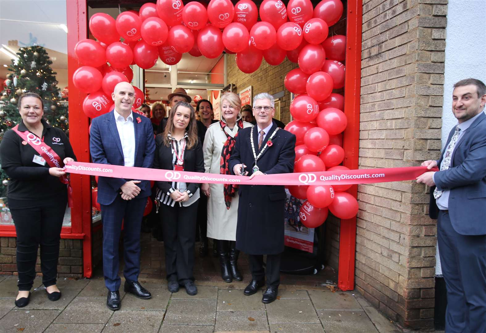 Shoppers flock to new store