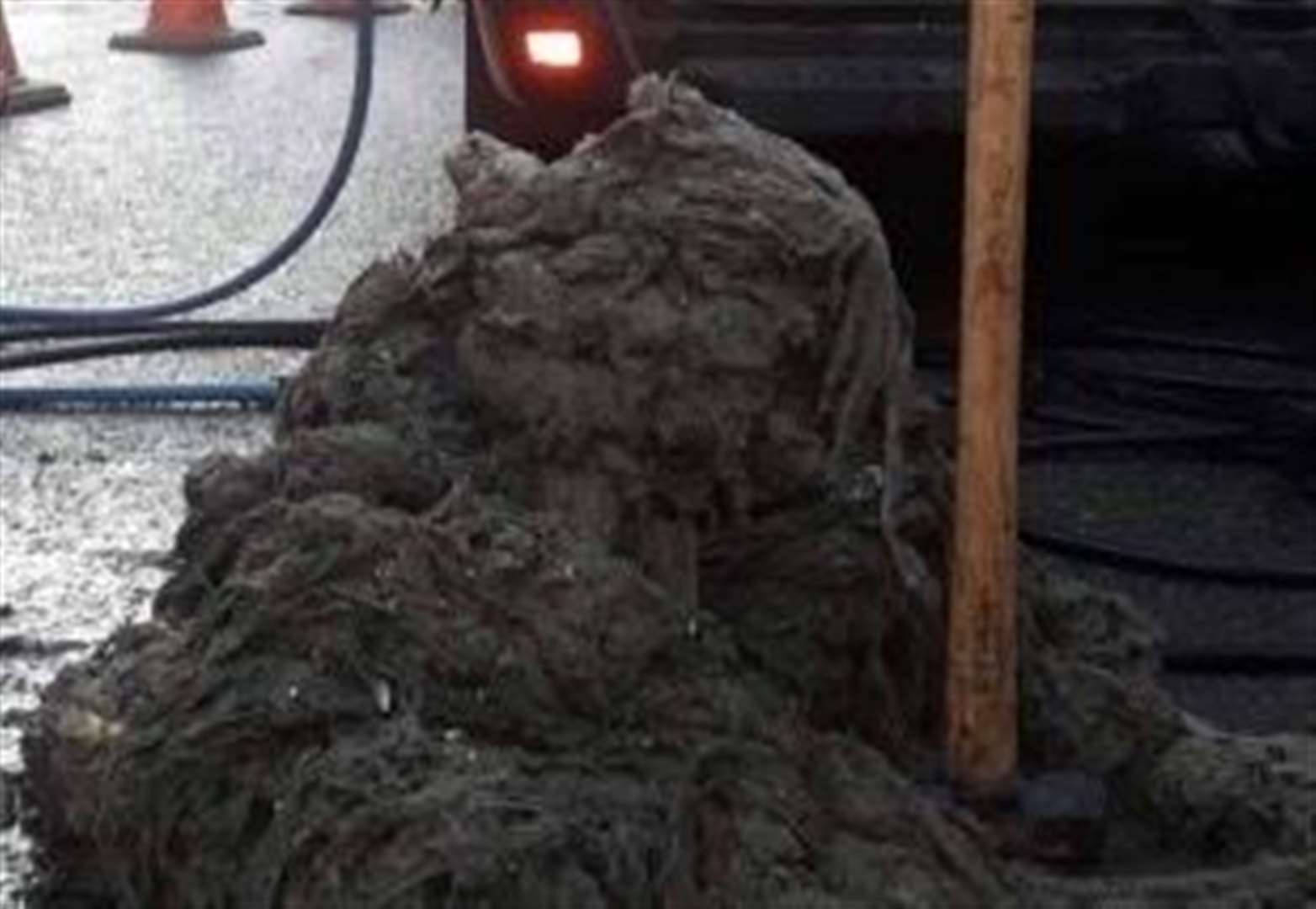 Wet wipes 'fat berg monster' removed from Stamford drains