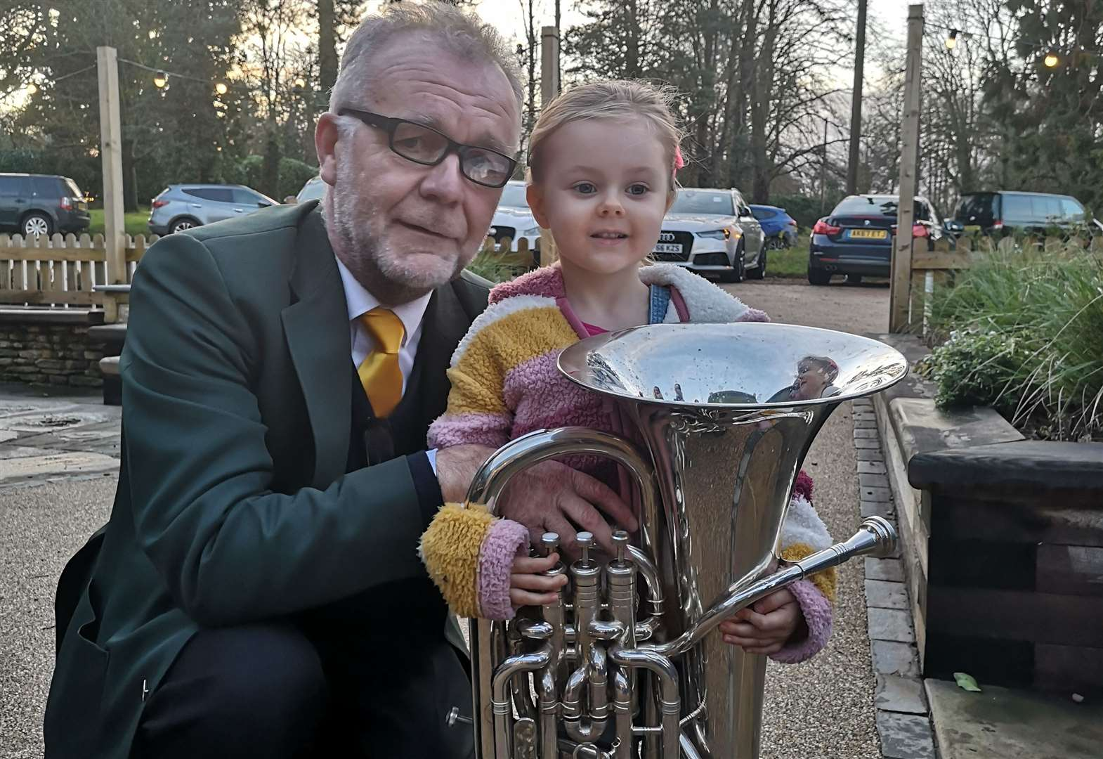 Pub Christmas carols with Stamford Brass
