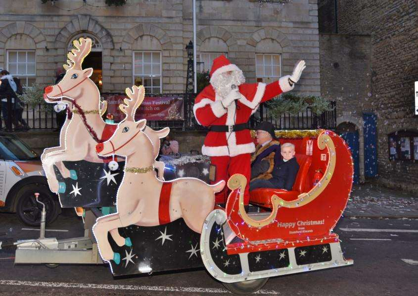 Mayor John Dawson and Father Christmas with Milly, 7, and Jessie Twiddy, 5, on the sleigh EMN-161127-191134009