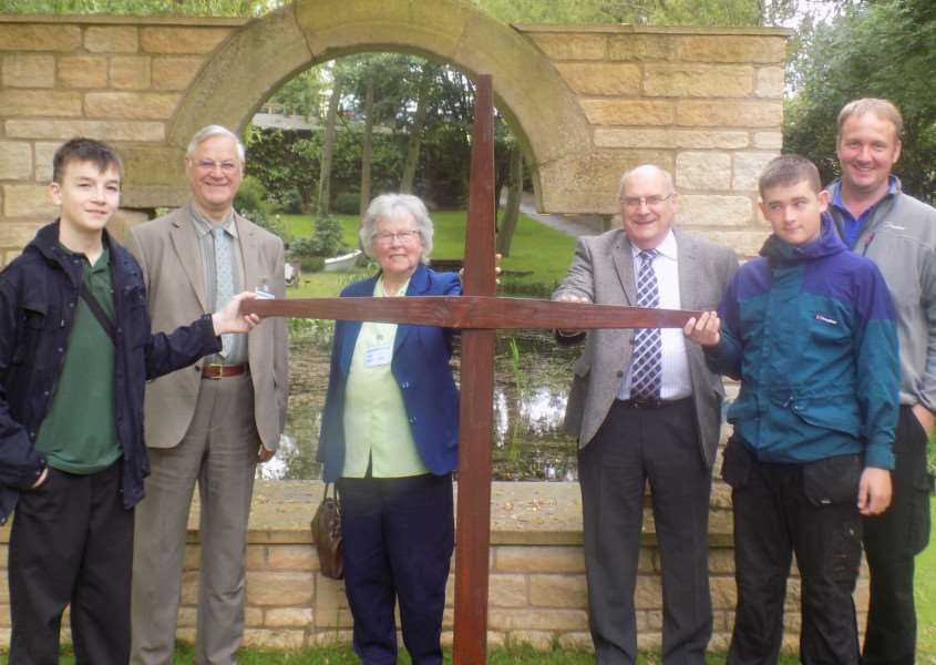 The cross is presented to Crowland Methodist Church EMN-160909-122931001