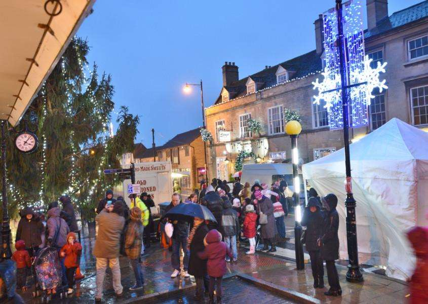 Switching on of the Christmas lights at Market Deeping. S EMN-151129-191016009