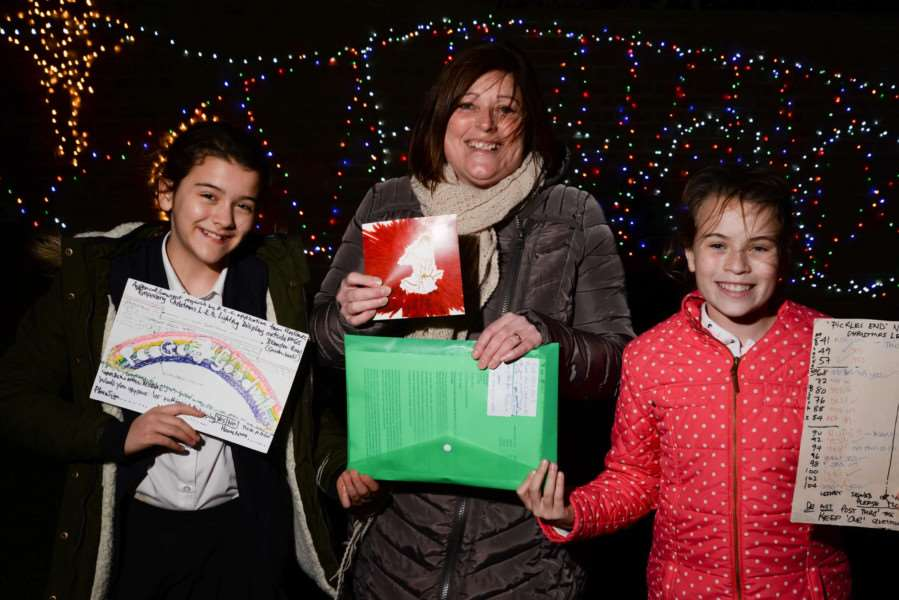 Youngsters use seasonal lights to bring news sparkle to the old garden wall mural in Pickles End, Uppingham. Emma Cowling, centre, with Ella Cowling and Madeleine Longden. Photo: Alan Walters MSMP-03-12-15-aw010 EMN-150712-121641001