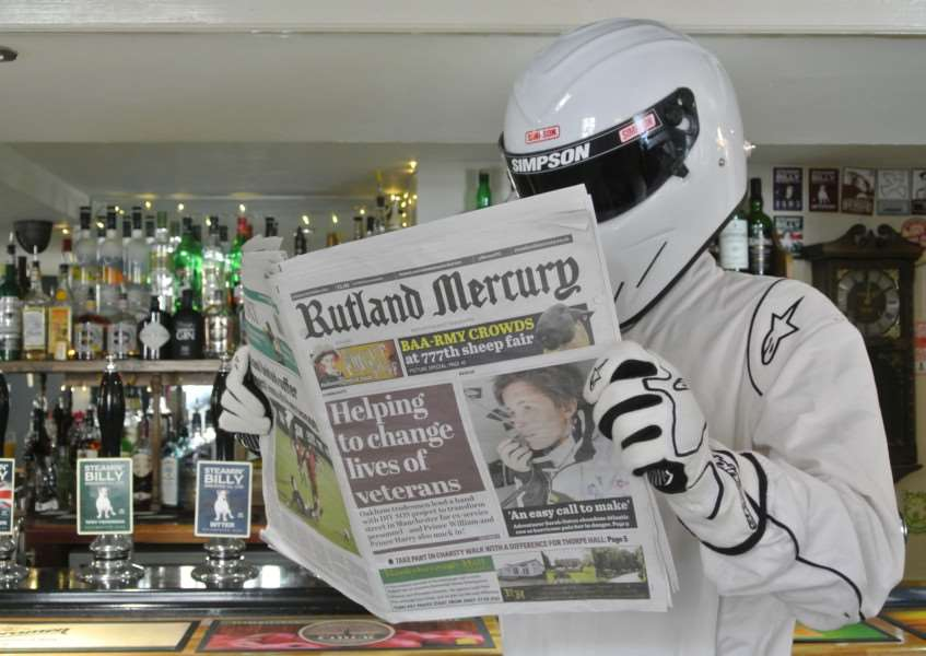 Stig reads the Mercury at Three Crowns in Oakham EMN-151015-134226001