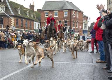 Hundreds turn out for start of traditional Boxing Day Hunt