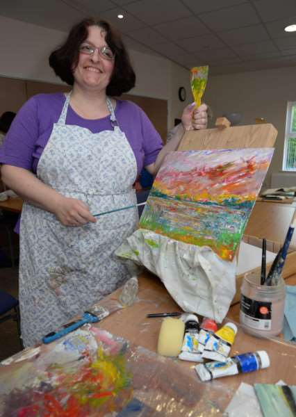 Members of Oakham Art Group at work. Alison Bowles. Photo: Alan Walters MSMP-18-05-15-aw003 EMN-150521-172322001