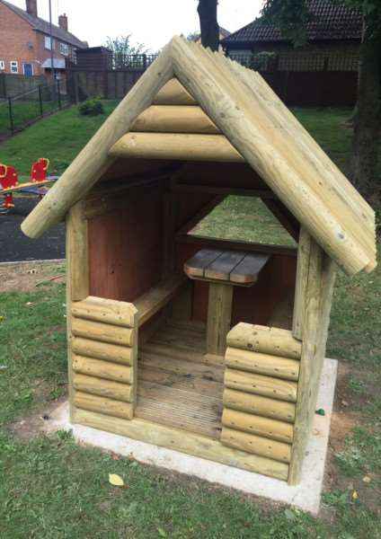 The toddler playhouse EMN-150730-113229001