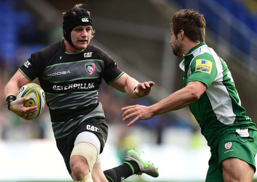 London Irish's Tom Fowlie (right) and Leicester Tigers' Harry Thacker during the Aviva Premiership match at the Madejski Stadium. Photo: Adam Davy/PA Wire. EMN-151020-124054001