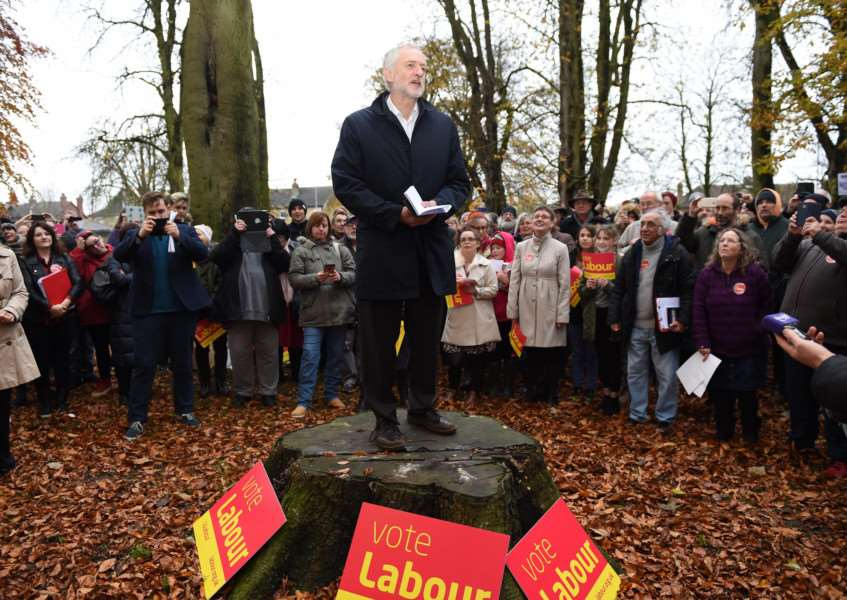 Speaking from a tree stump - Labour Leader Jeremy Corbyn in Sleaford. EMN-161120-165027001