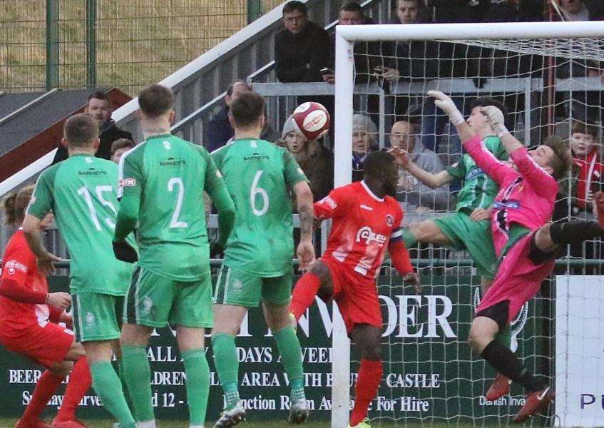 The Daniels go close to breaking the deadlock in Saturday's 0-0 draw with second-placed Alvechurch.
