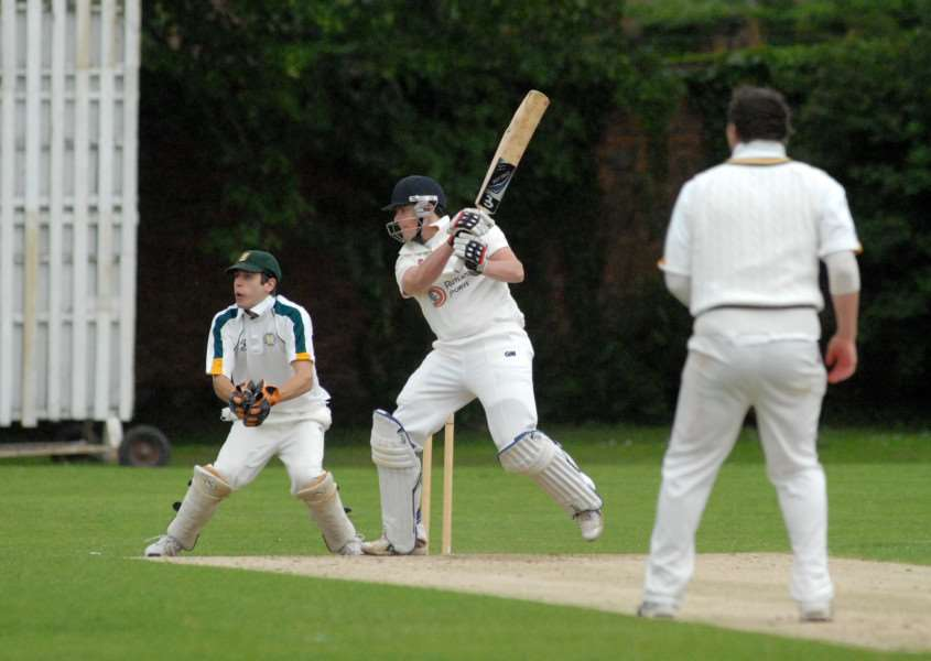 Tom Dixon scored 29 for Bourne at Grimsby.