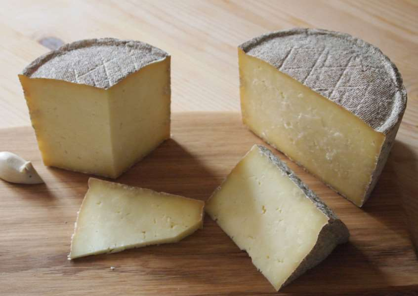 Exhibitors at next month's Artisan Cheese Fair in Melton will include Hamm Tun Fine Foods whose Cobblers Nibble is a multi award-winning hard English cheese made from pasteurised cows' milk from a Northamptonshire Fresian herd EMN-160303-142602001