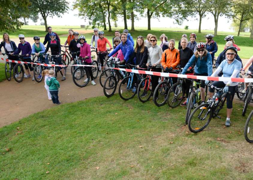 Cyclists take part in a ride around Rutland Water in aid of Home-Start.''Photo: Alan Walters MSMP-29-09-15-aw003 EMN-150930-101737001