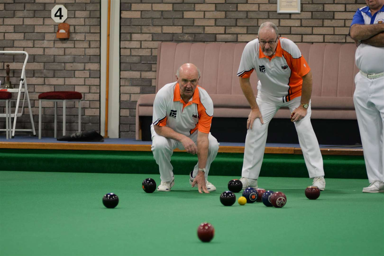 Martyn Dolby (left) and Tony Scarr anticipate an incoming bowl (7435602)