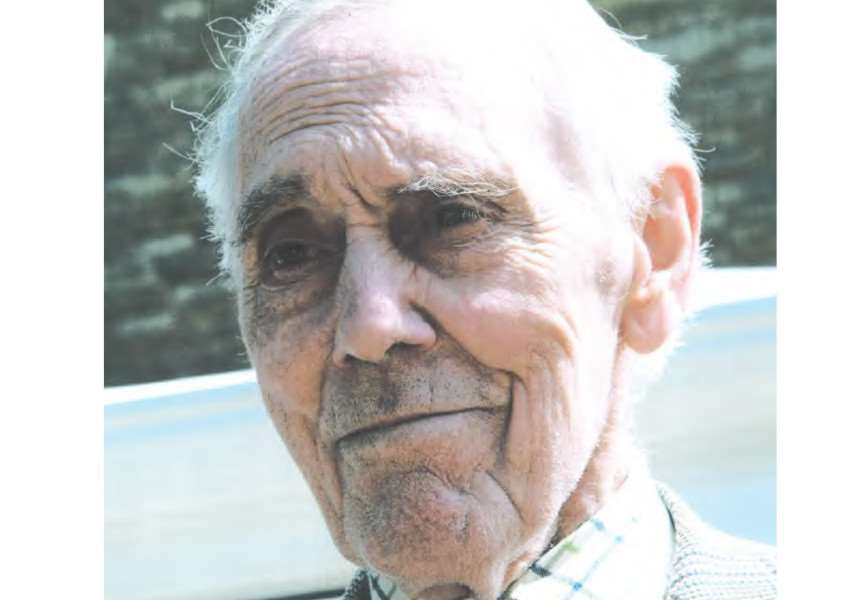 Ashton Baines, 81, has gone missing from Manton. EMN-150508-130932001