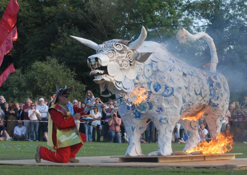 Georgian Festival, Stamford. The Bull Run. The bull being set on fire at Stamford Meadows.'Photo: MSMP280913-050ow ENGEMN00120130929112933