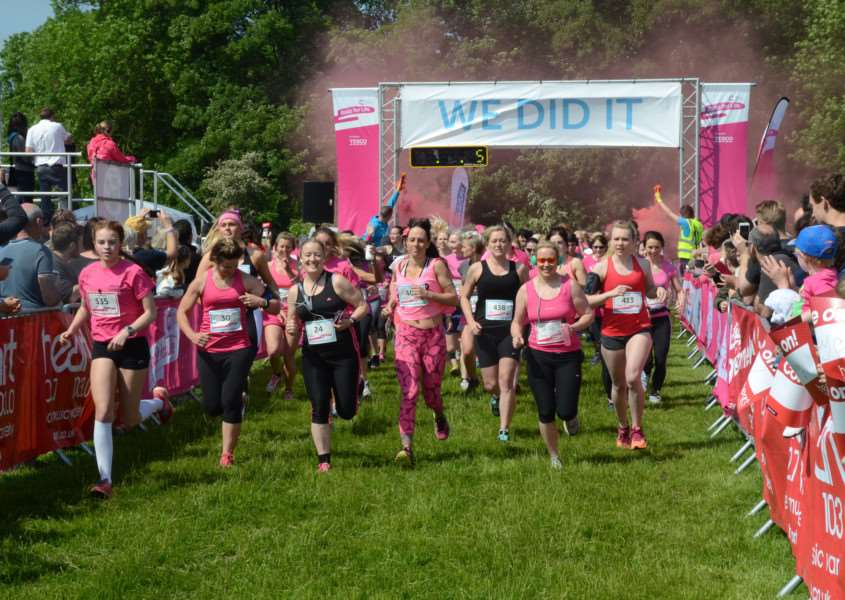 Race for Life (SUNDAY) at Burghley Park. Action EMN-160506-193015009
