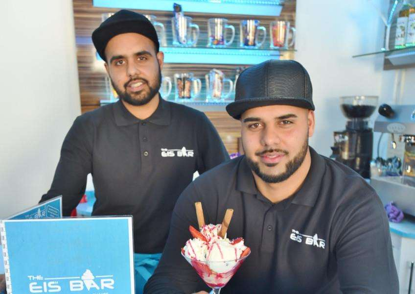 Eis Bar at Stamford. Pictured are Moon and Bobby Ditta. EMN-160604-172745009
