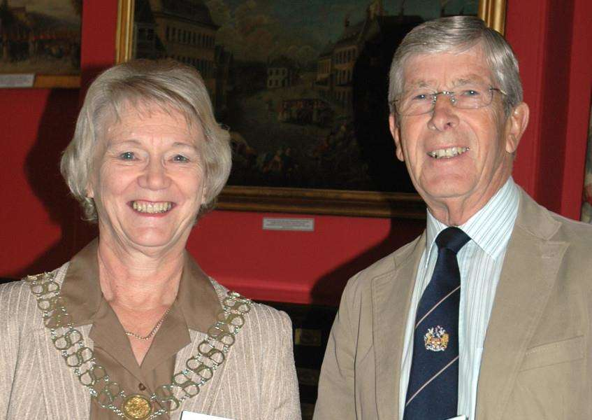 Mayor of Stamford Town Council Sue Sandall with chairman of finance Tony Story EMN-151008-152844001
