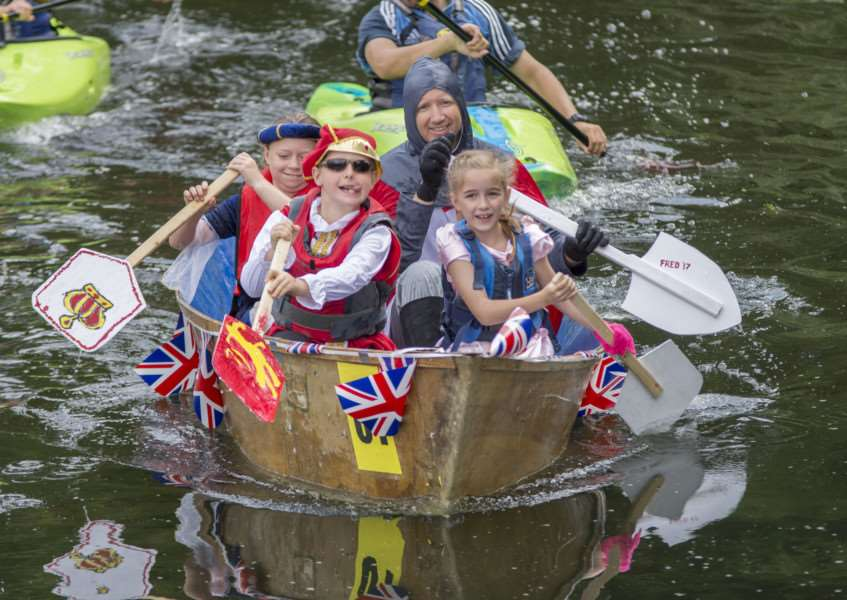 Deeping Raft Race 2017. By Lee Hellwing.