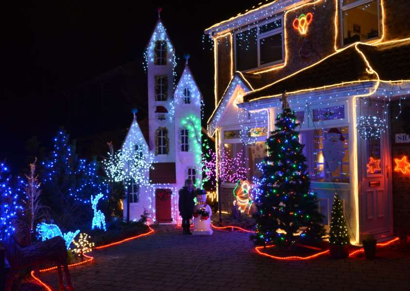 Christmas lights on the house of Mick Bell, in Fife Close, Stamford ENGEMN00120131217160940