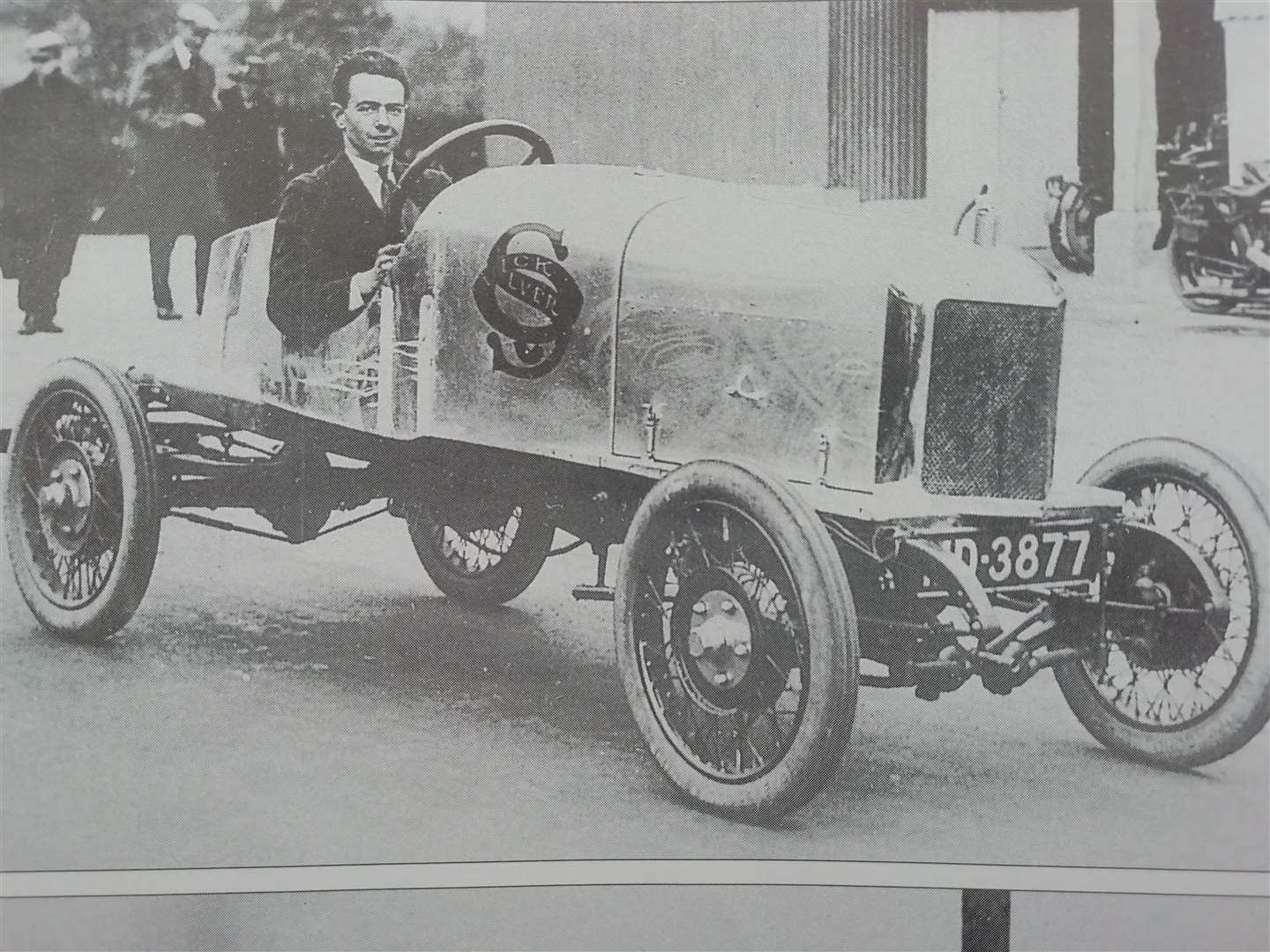 Raymond Mays at Brooklands in 1921 (42739357)