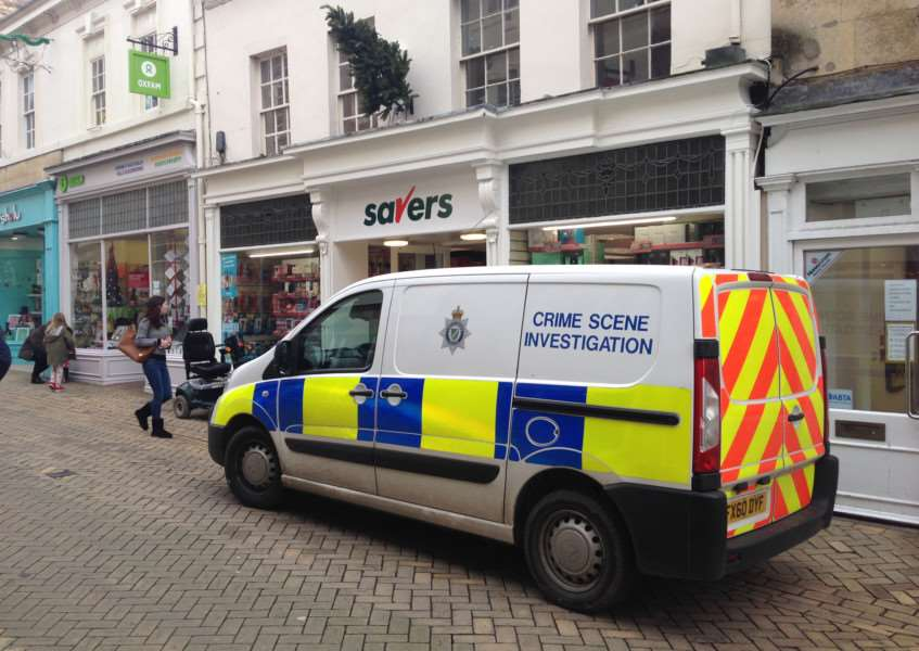 Police outside Savers in High Street, Stamford, after a theft. EMN-151214-135939001