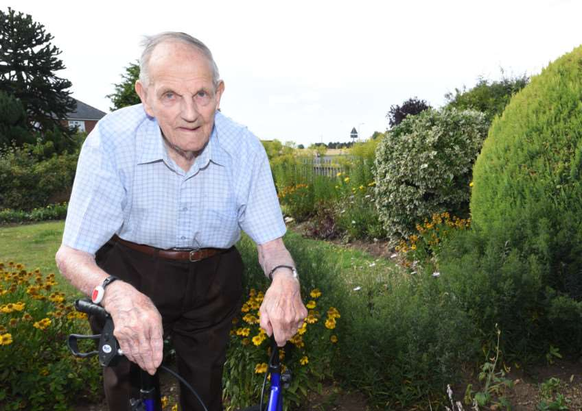 100-year-old Roy Johnson at his home in Pointon EMN-151108-150859009