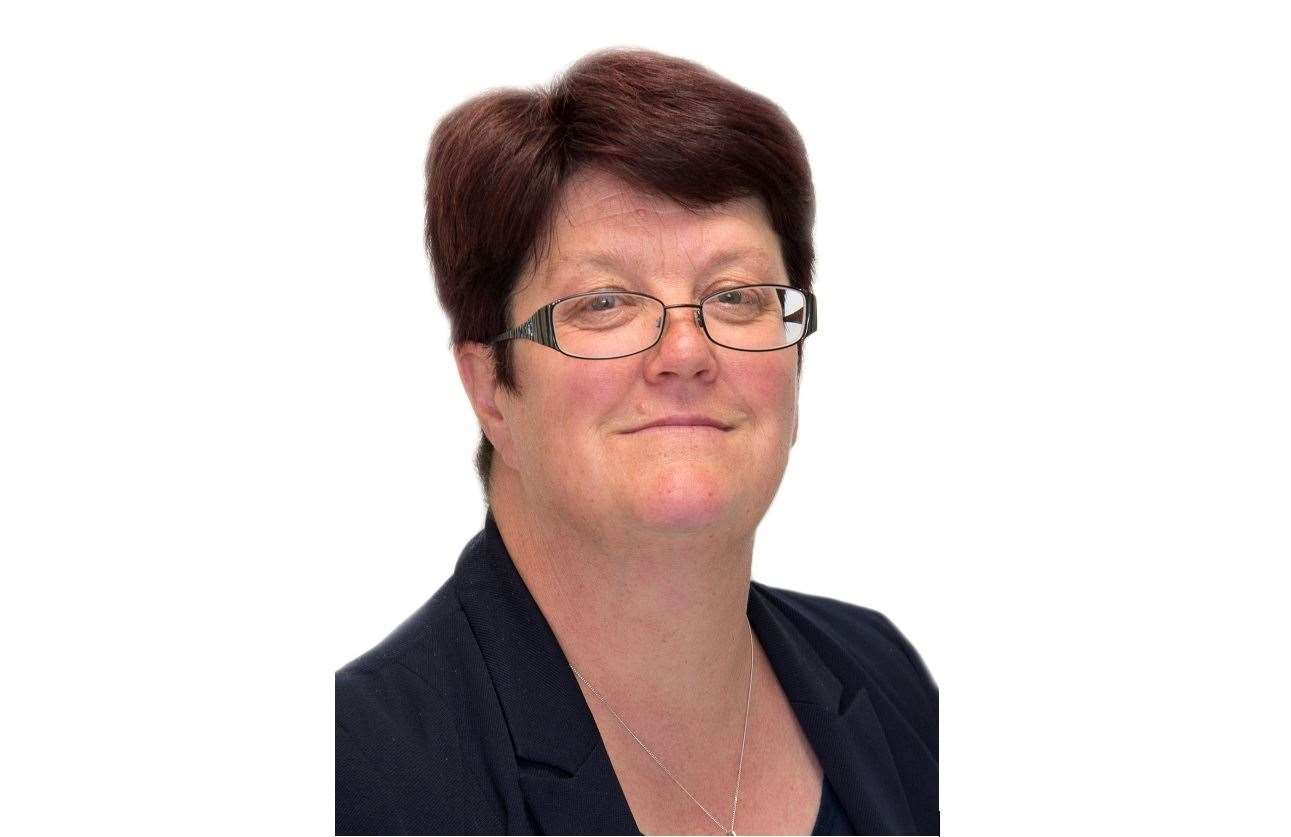 Helen Briggs will retire as chief executive of Rutland County Council in August