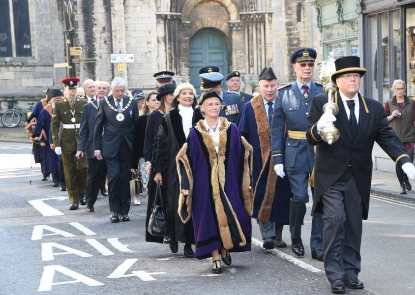 Civic parade to mark RAF Battle of Britain memorial day through Stamford town centre EMN-150920-164935009