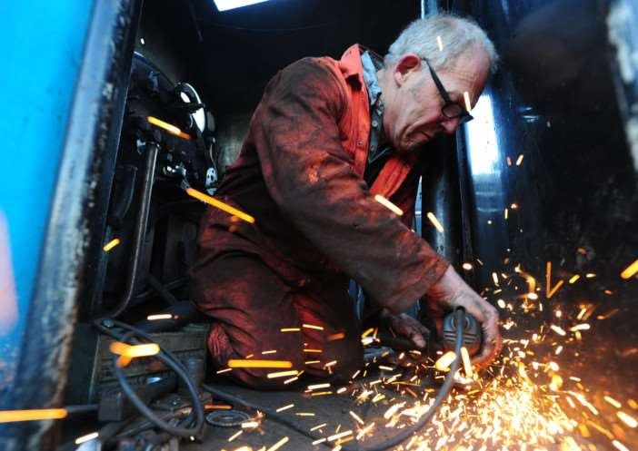 Nene Valley Railway's Alan Wenham works on Thomas during his 10 year overhaul ENGEMN00120141101165252
