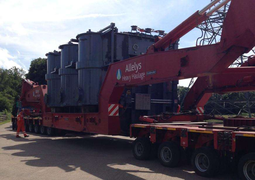 The National Grid transformer being delivered to Ryhall. EMN-141222-114054001