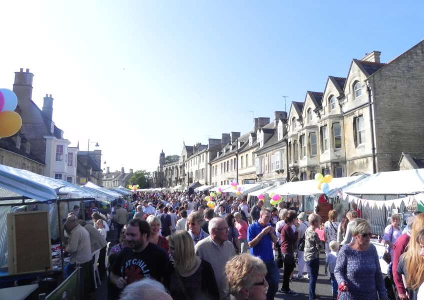 Crowds browse the market at Stamford Georgian Festival on Saturday, which attracted 22,000 people ENGEMN00120130210153915