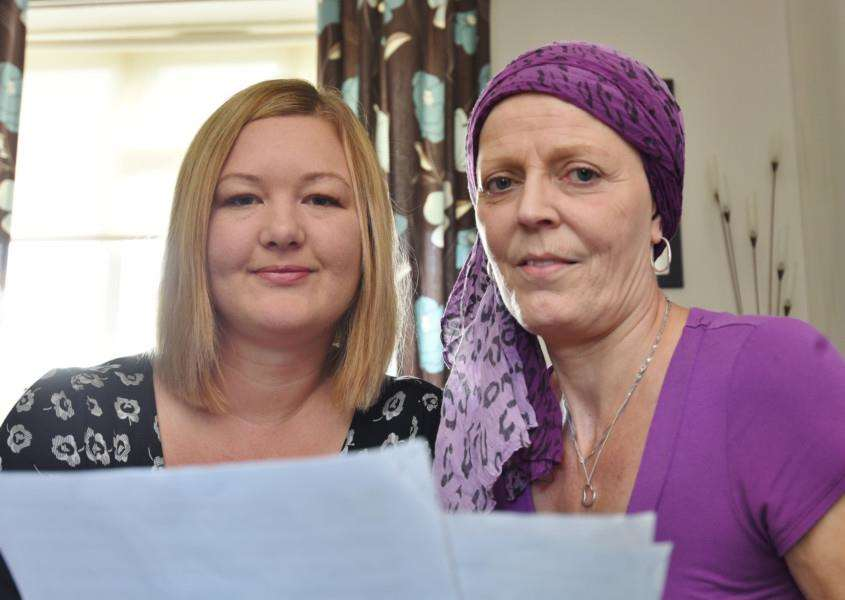 Bourne cancer sufferer Maureen Lee at her home at Harrington Road with friend Emma Goldsmith EMN-161110-182345009
