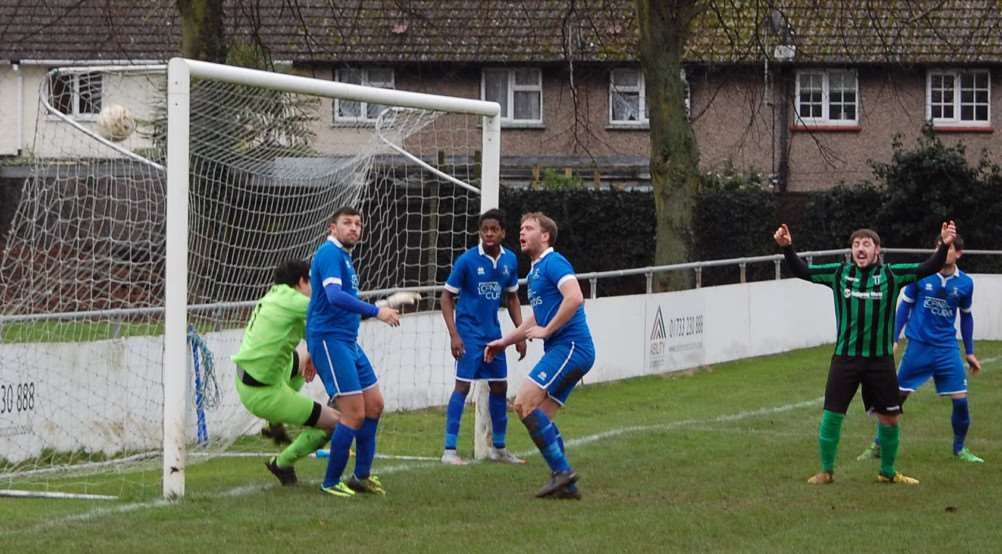 Action from Blackstones' 2-2 draw with Potton United. Photo: Martin Davies EMN-160126-094321001