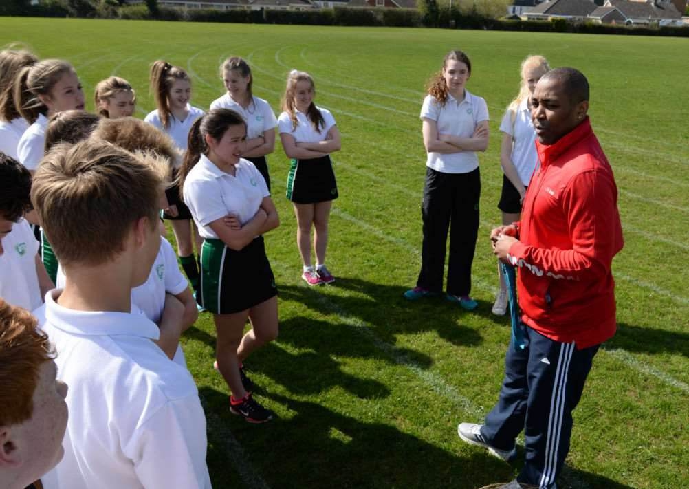 Darren Campbell briefing the students. Photo: Alan Walters EMN-150414-144708001