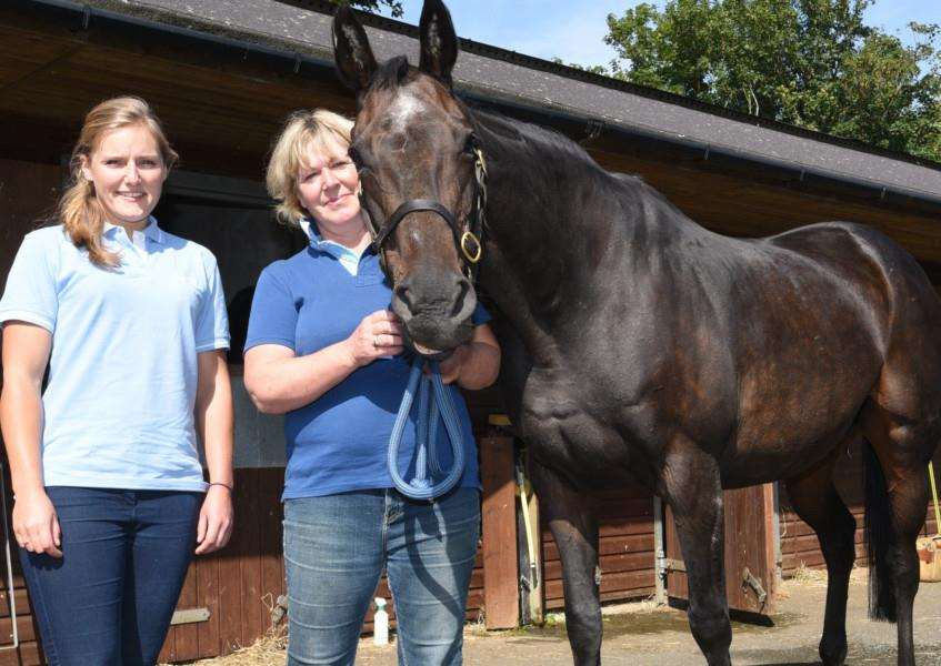 Oakham vet Vicky Marchi with owner Sarah Waring of Wansford with her record breaking mare Highpark Lady EMN-150817-154732009 EMN-150817-154732009