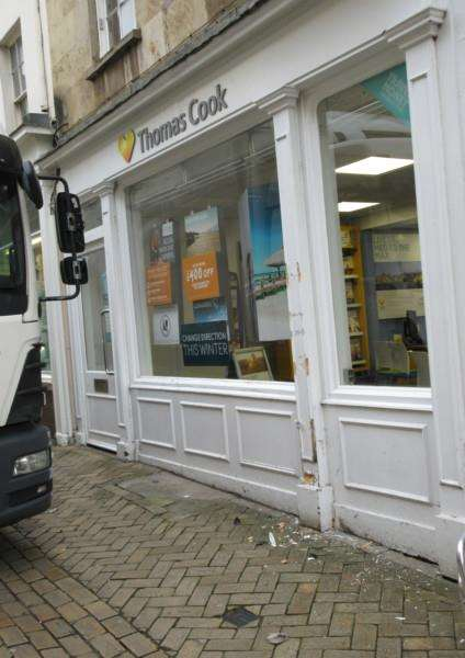 Runaway lorry in Stamford High Street EMN-161124-110330001