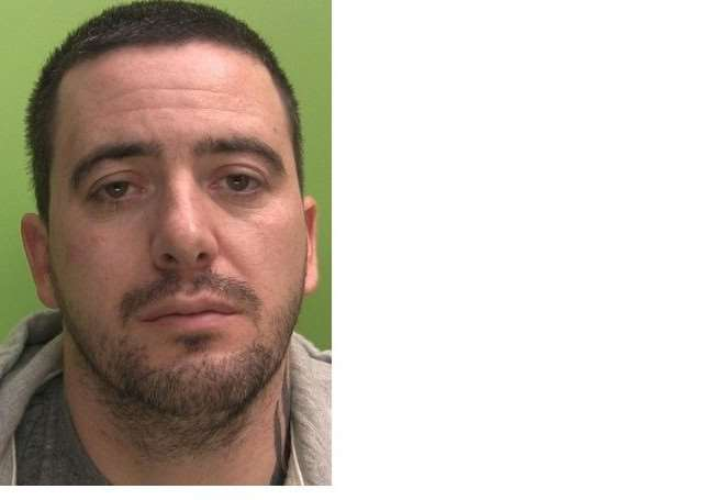 Shane Deakin is wanted by Nottinghamshire Police relating to crime across Lincolnshire, Nottinghamshire and Derbyshire.