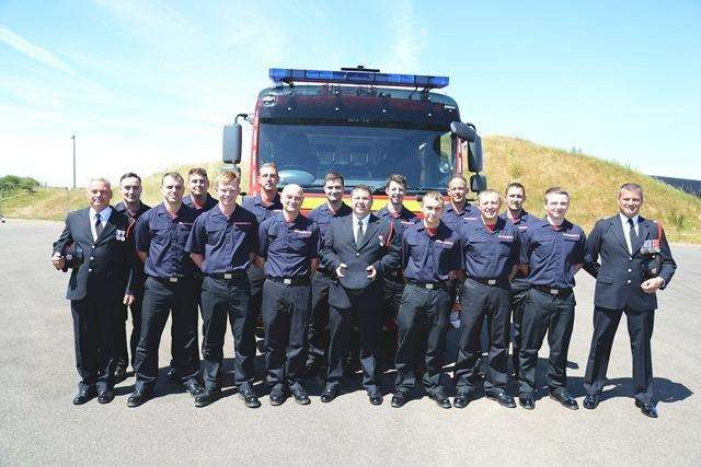 The group of 13 new firefighters (2899129)