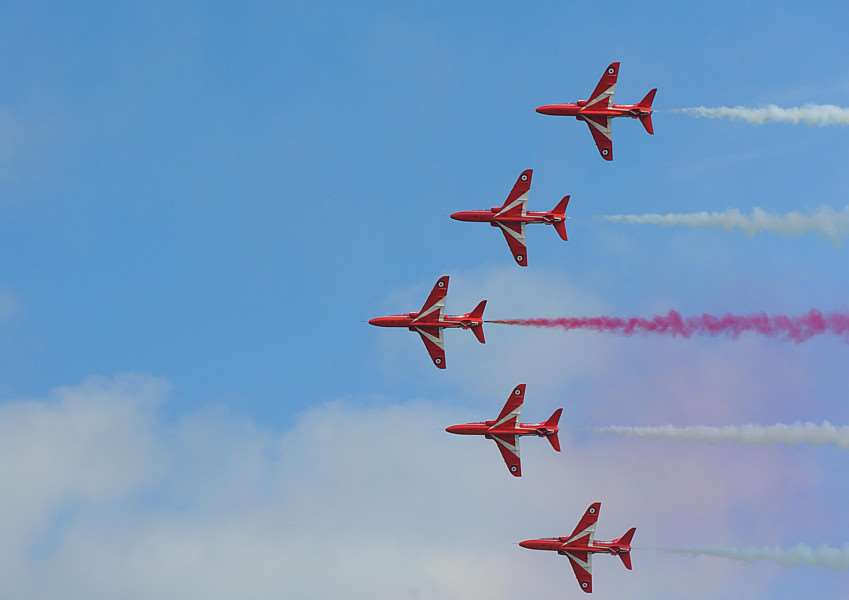 Airbourne 2015. Red Arrows 14/8/15. EMN-160219-075321001