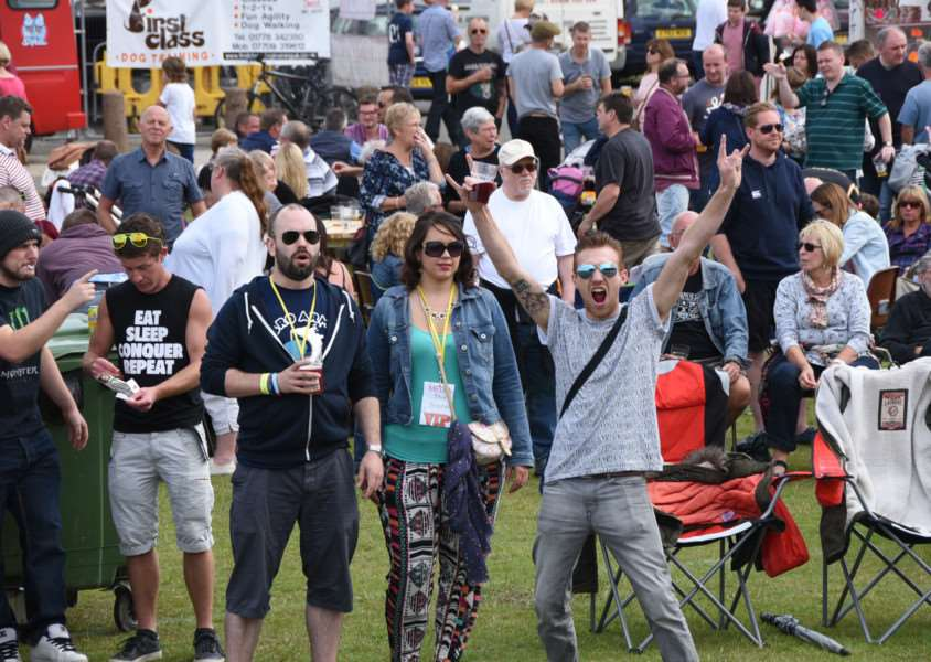 Deeping beer festival - visitors to the event EMN-150726-151511009