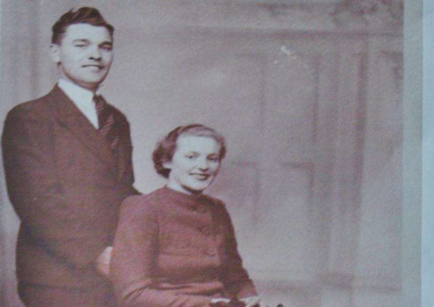 75th wedding anniversary couple Stan and Grace Pacey at home at Maxey EMN-160902-193318009
