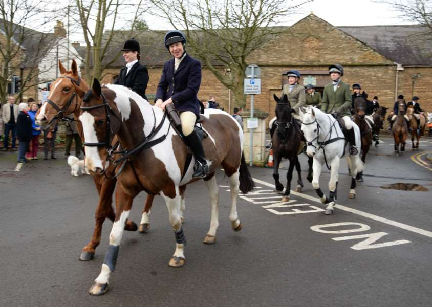The Cottesmore Hunt Boxing Day meet 2015, held at Catmose Car Park in Oakham.''Photo: Alan Walters MSMP-26-11-15-aw001 EMN-151229-095239001