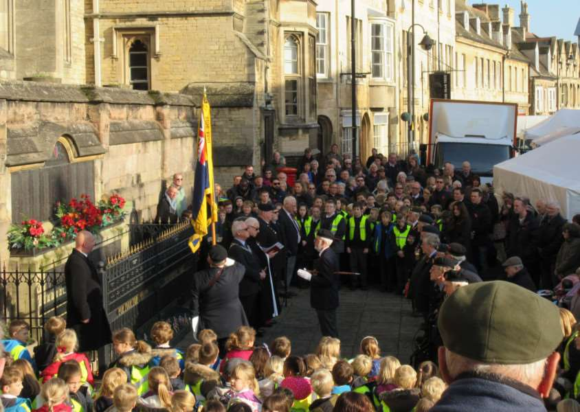 Remembrance Day in Stamford EMN-161111-115501001
