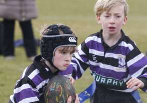 Oliver Parkinson on his way to score for SRUFC U8s against Oakham. Photo: Pip Warters EMN-151203-115533001