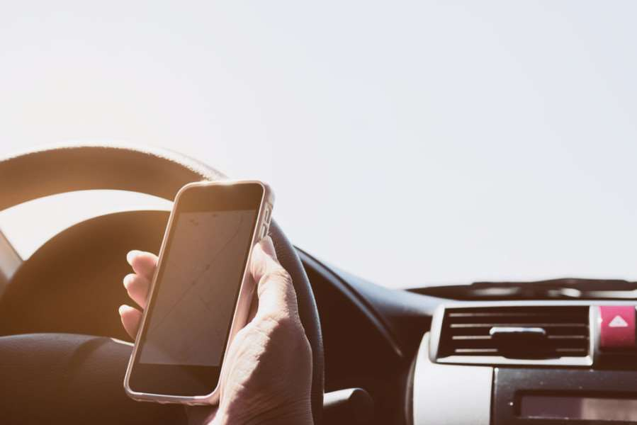Drivers back blanket ban on mobiles